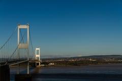 Den äldre Severn Crossing, upphängningbro som förbinder Wales wi Royaltyfri Foto