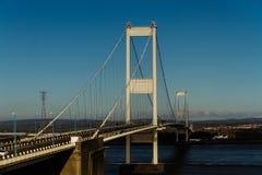 Den äldre Severn Crossing, upphängningbro som förbinder Wales wi Royaltyfri Bild