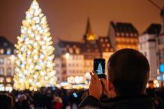 Den äldsta julen marknadsför i Europa - Strasbourg, Alsace, Fran Royaltyfri Foto