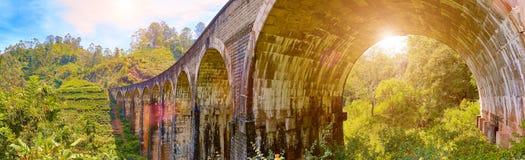 Den ärke- bron för järnväg nio i Demodara, Sri Lanka Royaltyfria Bilder