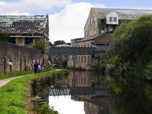 den 200 år berömmen av den Leeds Liverpool kanalen på Burnley Lancashire Royaltyfri Bild