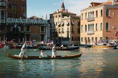 Den årliga regattan ner Grand Canal i Venedig Italien Arkivbilder