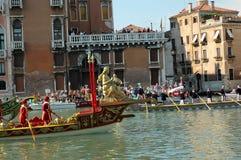 Den årliga regattan ner Grand Canal i Venedig Italien Royaltyfri Fotografi