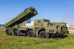Den åtskilliga lanseringen Rocket System (MLRS) för 9K58 Smerch 300mm Arkivbilder