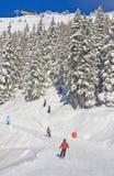 den Österrike semesterorten schladming skidar _ Royaltyfri Foto