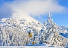 den Österrike semesterorten schladming skidar _ Royaltyfria Foton