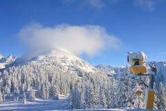 den Österrike semesterorten schladming skidar _ Royaltyfria Bilder