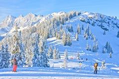 den Österrike semesterorten schladming skidar _ Royaltyfri Bild