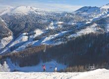 den Österrike semesterorten schladming skidar _ Royaltyfri Fotografi