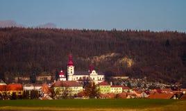 Den österrikiska bergbyn Royaltyfri Foto