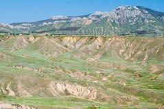 Den östliga Crimean ligganden med smutsar erosion. royaltyfri fotografi