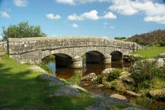Den östliga pilfloden i Belever, Dartmoor nationalpark, Devon, U Royaltyfria Bilder