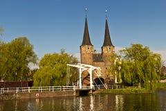 Den östliga porten (Oostpoort) i delftfajans, ett exempel av tegelsten Gothi Fotografering för Bildbyråer