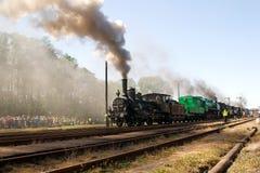 den 16th 2009 lokomotivet ståtar ånga Arkivfoton
