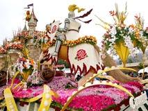 den 2011 flyttade fram bayer floaten ståtar rose Royaltyfri Fotografi