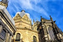 Den Aachen domkyrkan, också hög Aachen domkyrka, Tyskland Arkivbilder