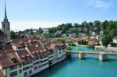 Den Aar floden i Bern, Schweiz arkivfoton