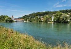 Den Aare floden i Schweiz Arkivbilder