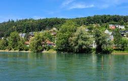 Den Aare floden i Schweiz Arkivbild