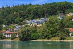 Den Aare floden i Schweiz i sommar Arkivbilder