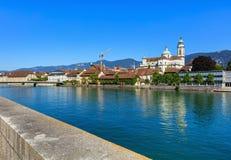 Den Aare floden i staden av Solothurn i Schweiz Fotografering för Bildbyråer