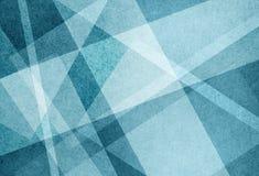 Den abstrakta bakgrundsdesignen av vit metade bandlinjer och trianglar på blått texturerade material royaltyfri illustrationer