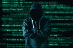 Den abstrakta bilden av en hackeranseendet och bilden för binär kod är bakgrunden begreppet av cyberattack, virus, malware, ille royaltyfria foton