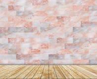 Den abstrakta marmortegelstenväggen och den mönstrade trätjock skiva (naturliga modeller) texturerar bakgrund Royaltyfria Bilder