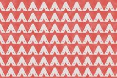 Den abstrakta röda geometriska modellen och triangeln formar på pappers- textu Arkivbilder