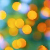 Den abstrakta suddighetsstaden rusar grön gul purpurfärgad ljus bakgrund Arkivbilder
