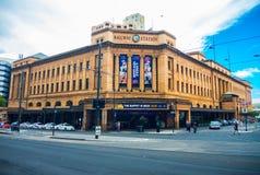 Den Adelaide järnvägsstationen är den centrala ändstationen av Adelaide Metro det järnväg systemet fotografering för bildbyråer