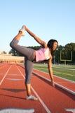 den afrikanska amrican fitmodellen poserar yoga Royaltyfria Bilder