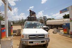 Afrikansk petrol pumpar royaltyfri fotografi