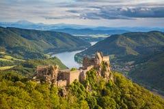Den Aggstein slotten fördärvar i den Wachau dalen, Österrike arkivfoton