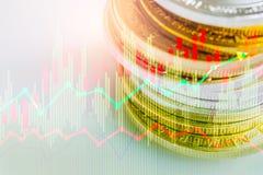 Den aktiemarknad- eller forexhandelgrafen och ljusstaken kartlägger passande för begrepp för finansiell investering Ekonomi tende arkivbild