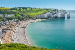 Den alabaster- kusten av Etretat, Normandie, Frankrike royaltyfria foton