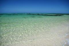 Den alabaster- stranden i Fiji Arkivbilder