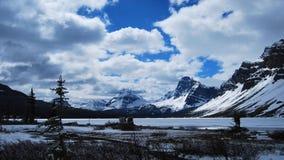 den alberta banff bowKanada laken lokaliserade nationalparken Fotografering för Bildbyråer