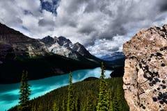 den alberta banff Kanada laken lokaliserade nationalparkpeyto Arkivfoton
