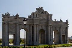 Den Alcala porten parkerar i Europa. Madrid Arkivbilder