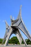 Den Alexander Calder skulpturen L'Homme Arkivfoto
