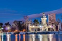 Den Alfonso XII statyn på Retiro parkerar i Madrid royaltyfri foto