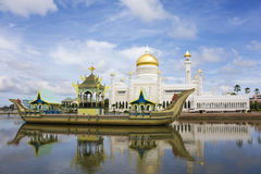 den ali brunei moskén omar saifuddien sultanen arkivfoton