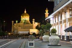 den ali brunei moskén omar saifuddien sultanen royaltyfria bilder
