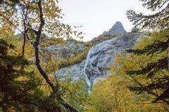 Den Alibek vattenfallet arkivfoton