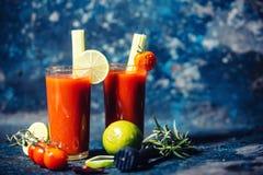Den alkoholiserade coctaildrinken, blodiga mary tjänade som förkylning i restaurang Royaltyfria Foton