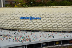Den Allianz arenan är en fotbollsarena i Munich, från det plast- legokvarteret royaltyfri fotografi