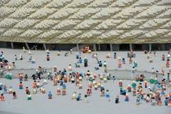 Den Allianz arenan är en fotbollsarena i Munich, från det plast- legokvarteret arkivfoto
