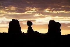 Den allsidiga Rocksolnedgången välva sig N.P. Royaltyfri Foto