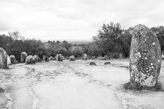 Den Almendres cromelechen, i Ã-‰ vora, Portugal, det viktigast i Iberiska halvön Arkivbild